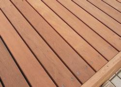 天然木ハードウッドのウッドデッキ&ウッドフェンスなら安心