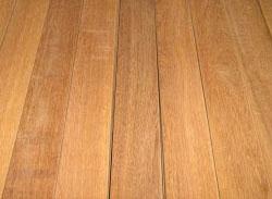 ウリンとは、マレーシアやインドネシアなどの東南アジア原産のクスノキ科の植物で、非常に堅く重い木材です。~ウリン(ウリン材)、業務用・ウッドデッキ材料・通販ならハードウッドプロ